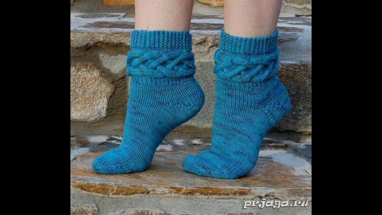 Zapatos y calcetines tejidos en ganchillo