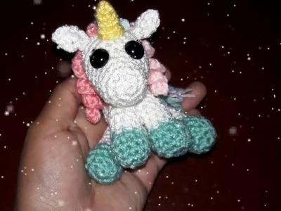 Pequeño unicornio para llavero amigurumi