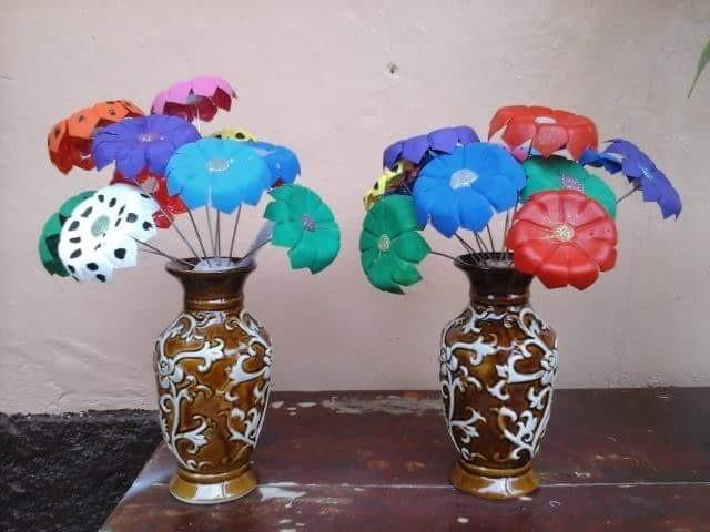 Flores hechas de botellas de agua