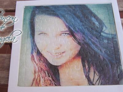 Foto Transferencia de imagenes con cola blanca, sobre una superficie de carton