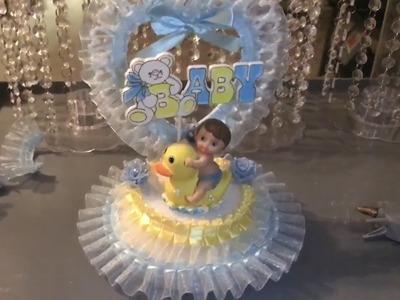 Haciendo adorno de baby shower de niño para pastel.