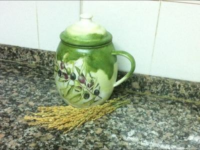 Puchero o jarra con pintura degradada y decoupage