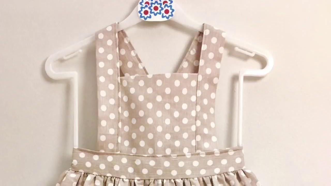 Aprender a coser una clásica y fácil falda de peto de niña.
