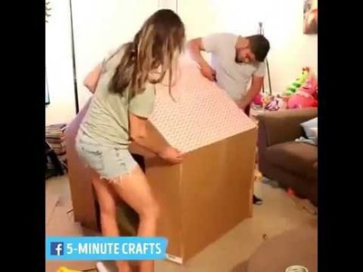 Casita de muñecas con caja de cartón