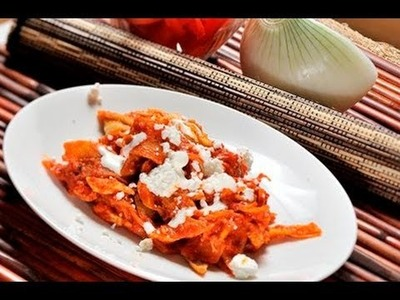 Chilaquiles rojos con pollo - Red Chilaquiles with Chicken