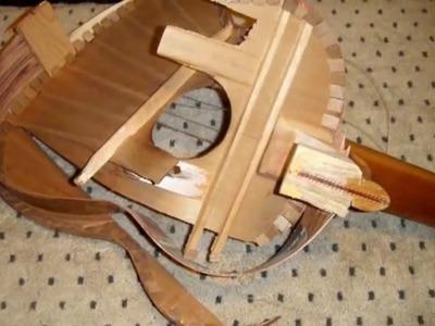 Como arreglar una guitarra quebrada sin gastar un peso,,,impresionante.