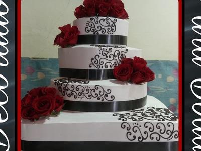 Pastel decorado para boda con rosas naturales !!!!!????????????