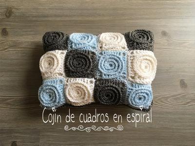 Cojin a crochet con granny en espiral