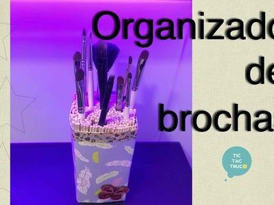 Como hacer Soporte para brochas de maquillaje con material reciclado