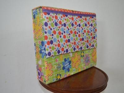 Carpeta escolar de cartón y tela.