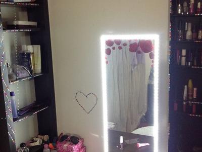 Como hacer un estante para cosmeticos y espejo con luz para maquillaje.