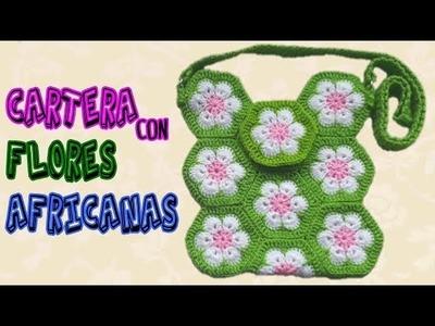 Cartera a crochet con flores africanas
