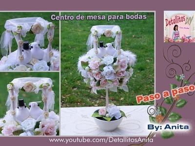Centro de mesa para bodas con arco ceremonial en miniatura