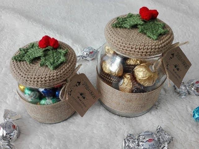 Tarro decorado en crochet con acebo para navidad