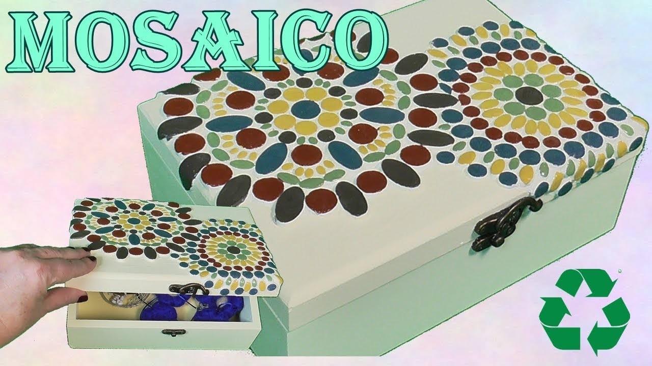Caja de madera decorada con mosaico. Teselas de masa flexible