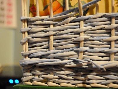 (1 de 2) Canasta con trama combinada de tejido liso y cuerda