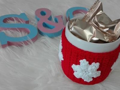 Funda para taza con decoración navideña en crochet