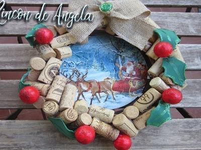 Corona navideña decorada con decoupage y tapones de corcho reciclados.  D.O.La mancha