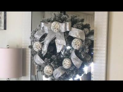 ????DIY Como hacer una  corona navideña con esferas y listón ????.YiyaGlam