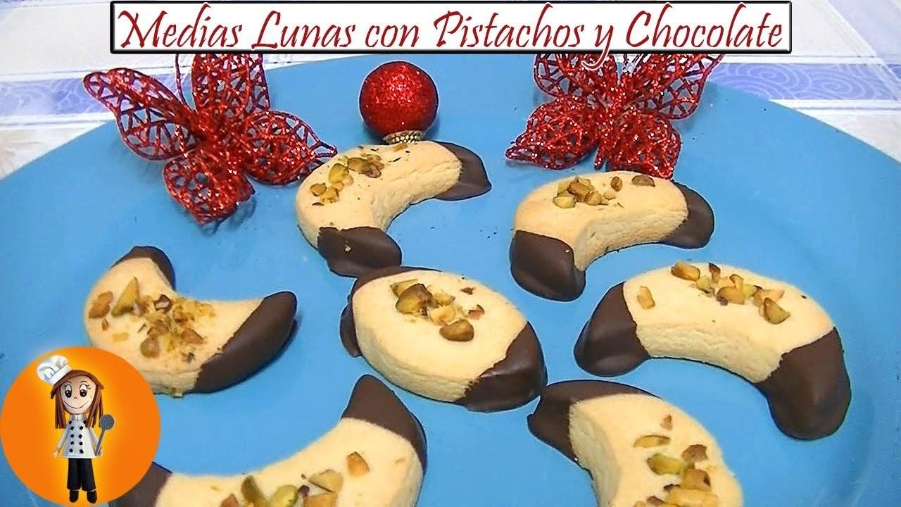 Medias Lunas con Pistachos y Chocolate | Receta de Cocina en Familia