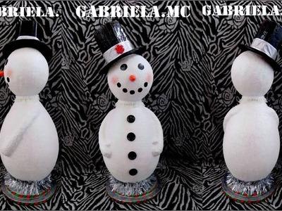 Muñeco de nieve: hecho con materiales reciclado.
