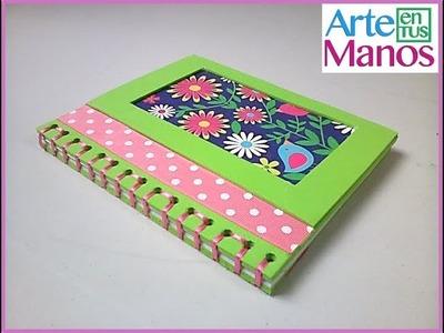 Agenda con hojas de cuaderno y goma eva
