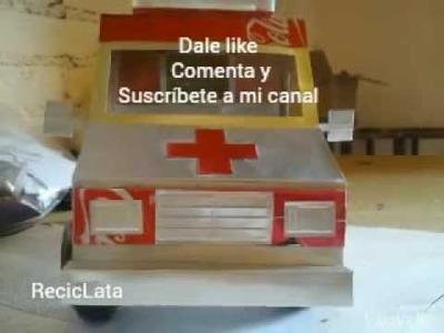 Ambulancia hecha con latas de aluminio