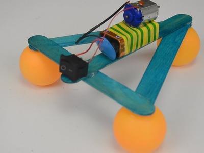Sencillo robot de palillos y pelotas de Ping Pong