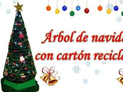 Árbol de navidad con cartón reciclado