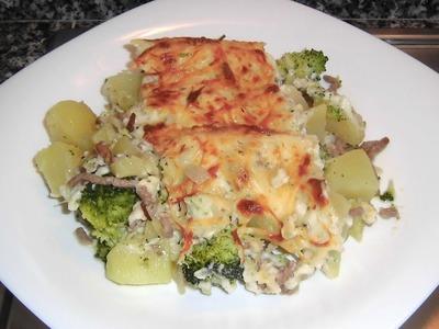 Brócoli con patatas carne y bechamel