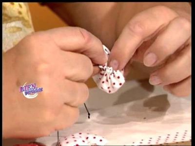 Hilda Rinaldi - Bienvenidas TV - Crea flores en tela para el arbolito.