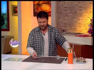 Martín Muñoz  - Bienvenidas TV - Modela la figura de San José en Hotmelt.