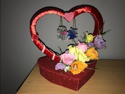 Regalo para San Valentín rosas con chocolates y ositos en un columpio Gift for valentines day