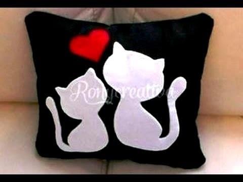 Almohada de gatitos para San Valentín. Regalo para el 14 de Febrero día del amor y la amistad