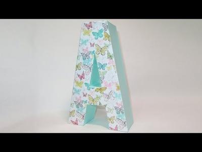 Letra de cartón decorada con papel decoupage y pintura tiza