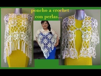 Poncho a crochet con perlas