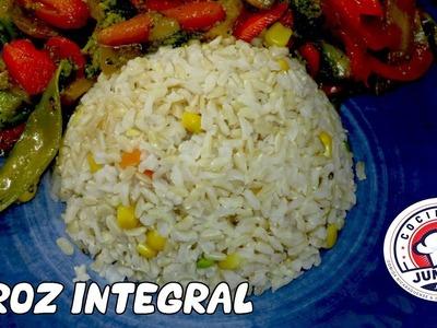 La mejor manera de cocinar arroz integral con vegetales - Receta facil.