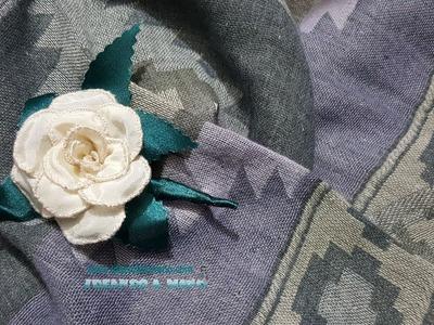 Broche de rosa con tela y alambre