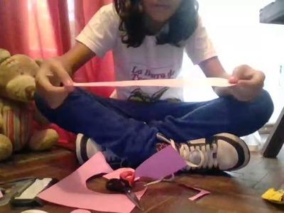 Haciendo manualidades de papel