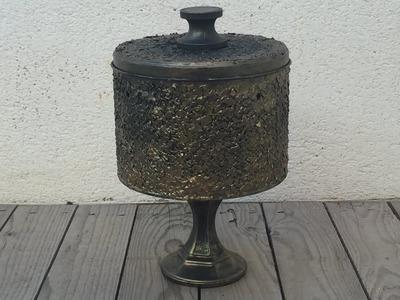 Lata decorada con cáscara de huevo efecto bronce antiguo