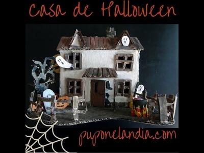 Casa de Halloween hecha con cartón