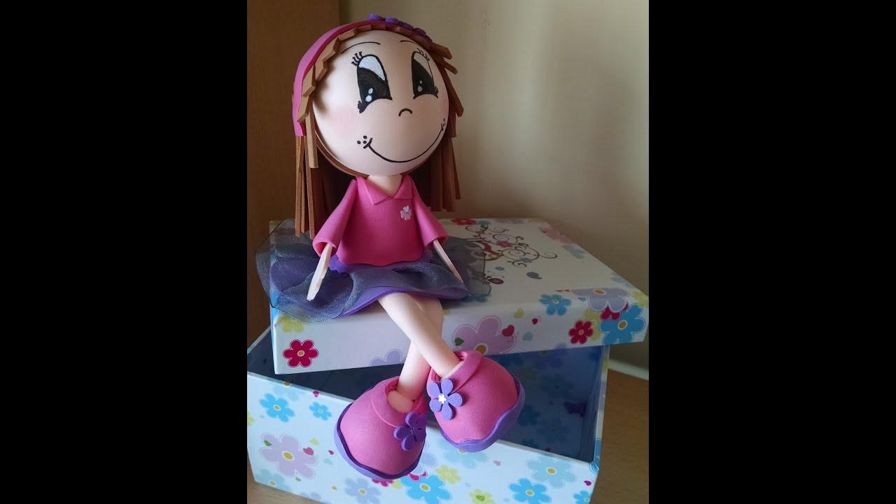 Cómo hacer una niña fofucha sentada en una caja