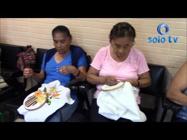Se imparte clases de manualidades y tejido en el Instituto Mexicano del seguro social.