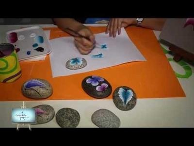 Carolina Pinceladas mariposas en piedras