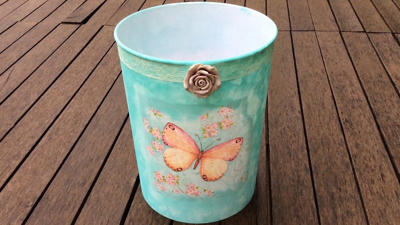 Cubo de plástico decorado con decoupage