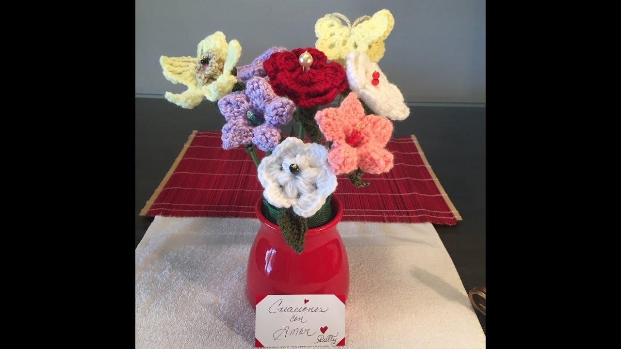 Flores tejidas a crochet para floreros.