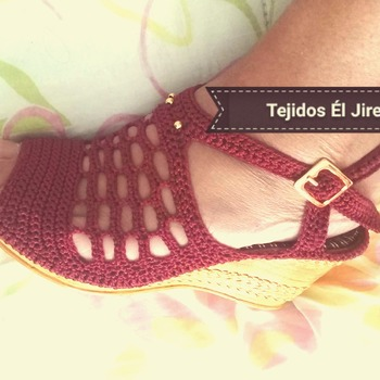 Sandalia tacón en crochet