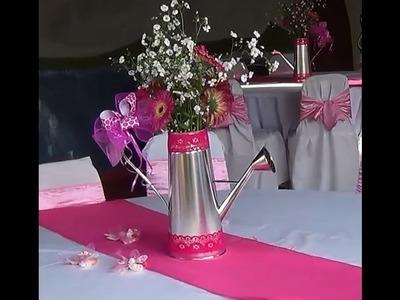 Centro de mesa  Regadera con Flores.