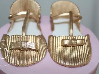 Zapatos de bebé en fondant.  Baby shoes fondant.