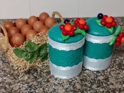 Botes de cocina reciclados, con flor de porcelana fria.